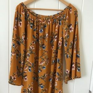 Dresses & Skirts - Floral long sleeved mini dress